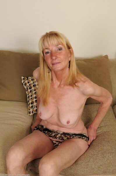 Cougar sexy docile pour amant séduisant de temps en temps dispo