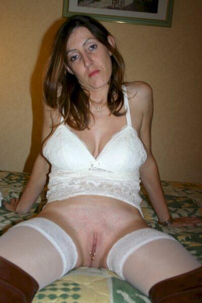 Femme cougar sexy docile pour libertin directif de temps en temps libre
