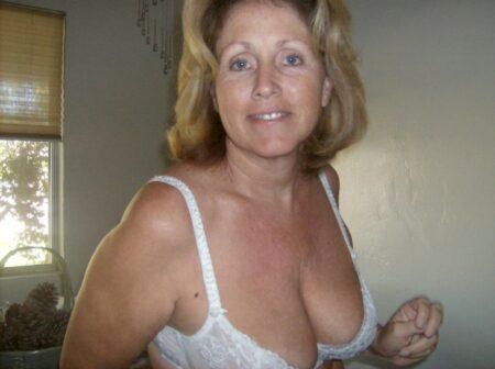 Jolie femme seule recherche un bon plan baise mature